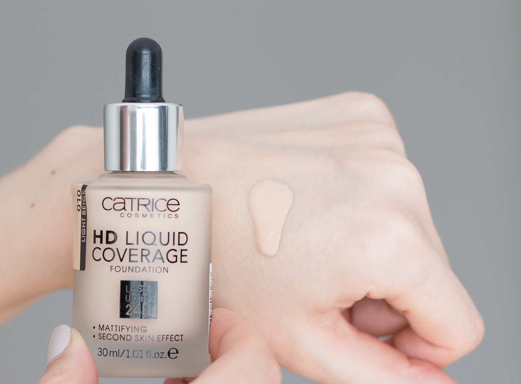 kem-nen-kiem-dau-catrice-hd-liquid-coverage-foundation