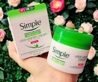 Kem Dưỡng Ban Ngày - Simple Kind To Skin Vital Vitamin Day Cream SPF 15 UVA/UVB