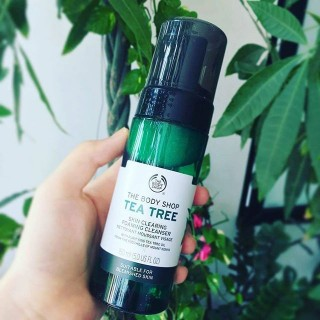 Sữa .Rửa Mặt Trị Mụn -The Body Shop - Tea Tree Skin Clearing Foaming Cleanser